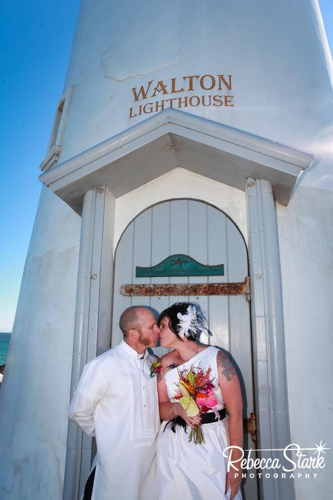 a kiss at Walton lighthouse